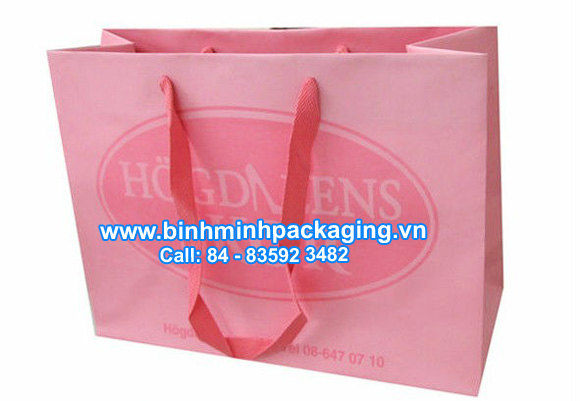Customized_paper_bag_with_2